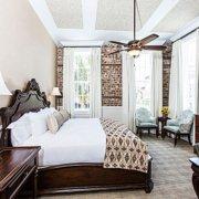 Vendue Hotel guestroom
