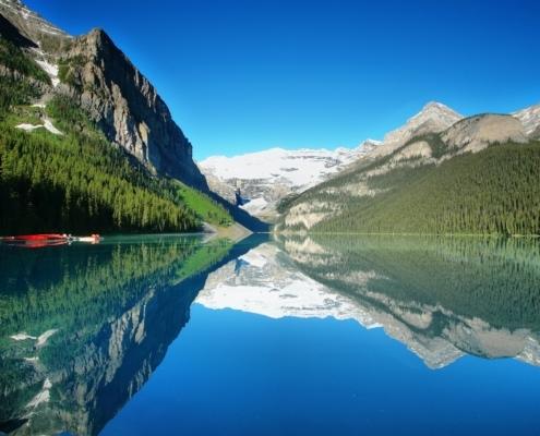 Lake Louise mountain lake panorama